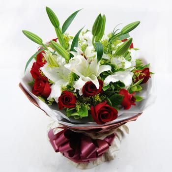 忠贞-11红玫瑰2枝百合鲜花花束