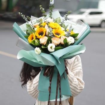心向暖阳-6朵向日葵香槟混搭花束