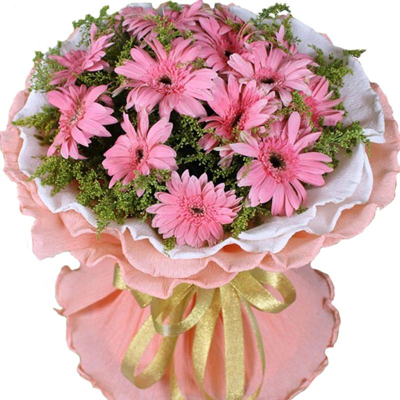 送花花材:扶郎花 鲜花枝数:其它 花材:16枝粉色扶郎花,黄莺间插 包装