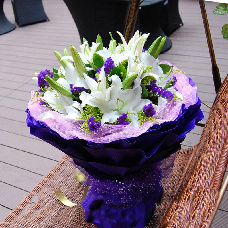 装:粉色雪点网纳内衬,紫色瓦楞纸多层圆形包装,紫色雪点网纱束扎 花