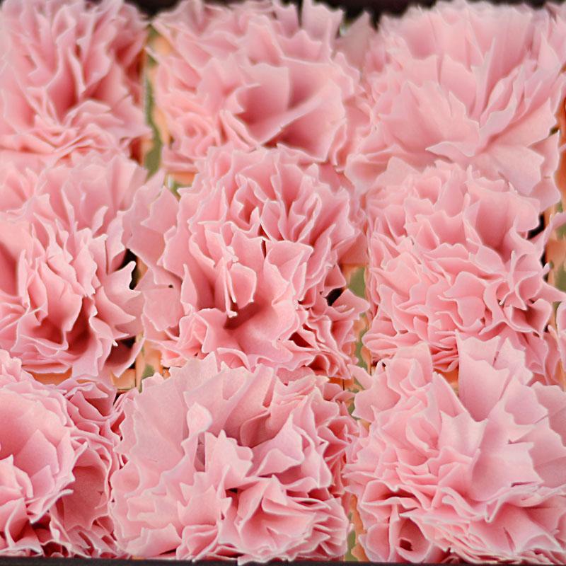 长方形礼盒装:18朵粉色康乃馨香皂花