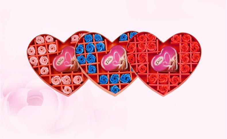 红色心型香皂花礼盒(丝带):19朵蓝色香皂花 53克德芙