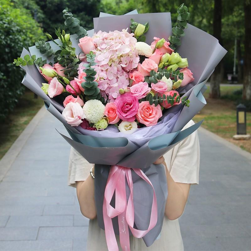 爱如初-粉玫瑰粉绣球韩式花束